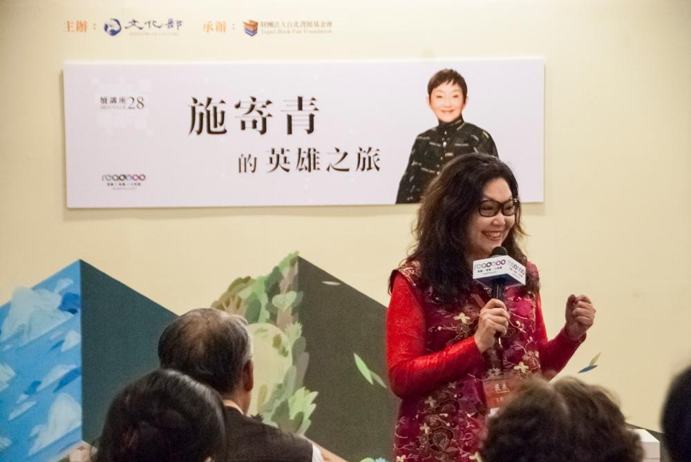台北書展基金會董事長王桂花女士,對於當年與施寄青老師一同算遍全台做研究的經歷,仍是印象深刻。