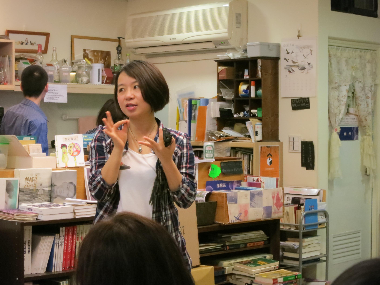 楊佳嫻於永樂座說明溫州巷弄特殊的書店文化