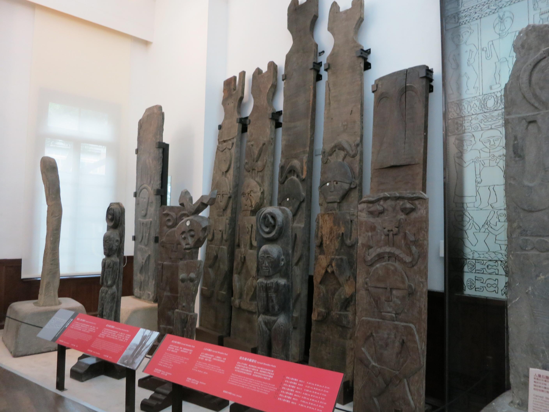 臺大校史館陳列不少知名校友,包括王文興、辜振甫等人的論文手稿,人類學系多年累積的文物,也相當值得一看。