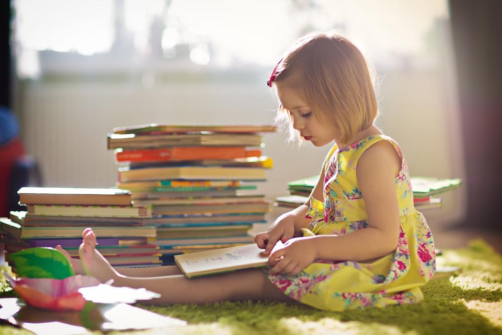 八成孩子表示,他們最喜歡、最可能讀完的書,通常是自己挑的、可以逗自己發笑的書