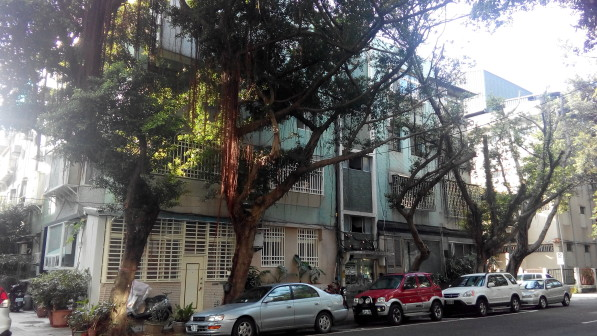 四層樓的民生社區老房子