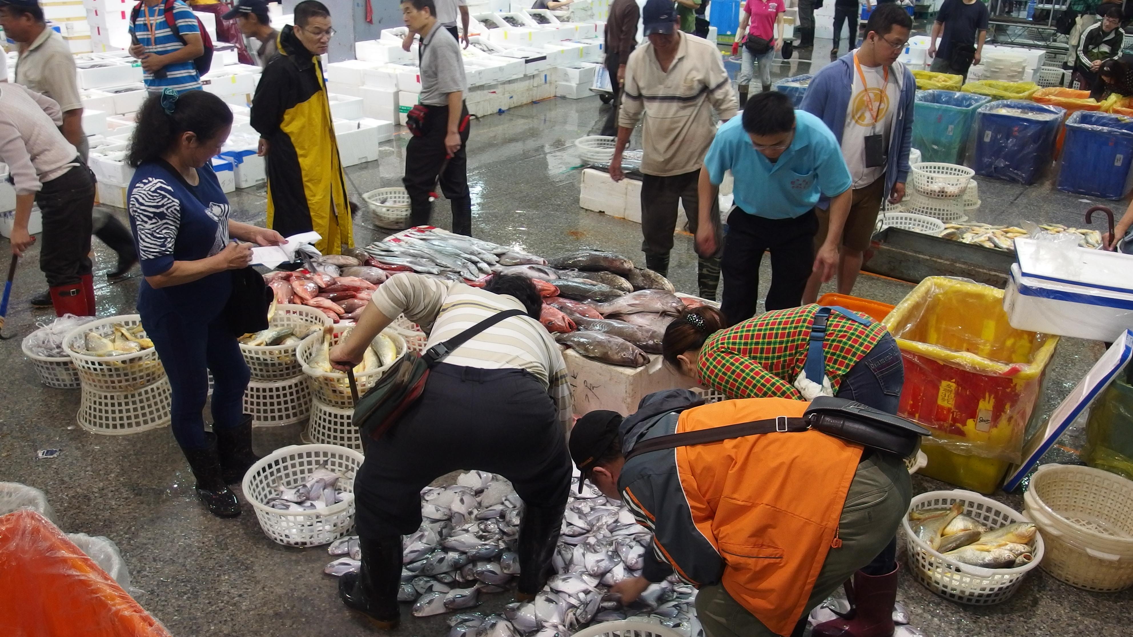 魚市場議價現場