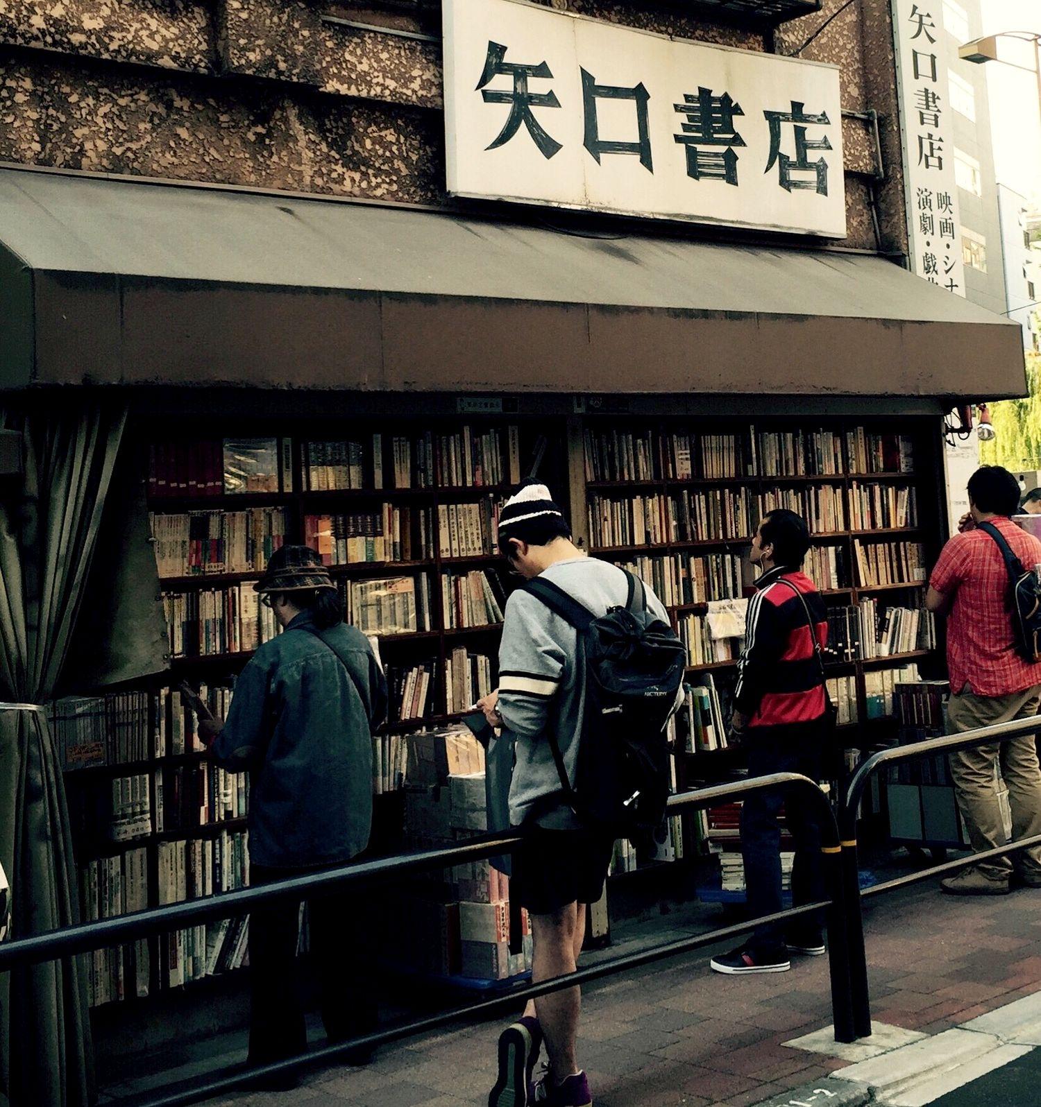 晴空下的書店,書與人之間最美的風景──東京神保町古書街的晴空‧書市