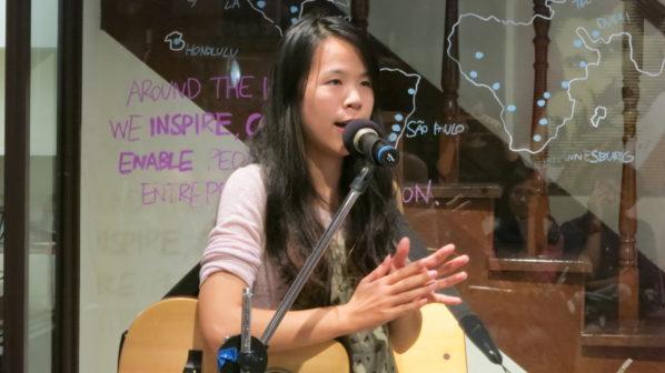 小賴與現場聽眾分享音樂社工的心情轉折。