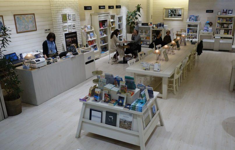 【日本特派】啜口咖啡、翻頁書,然後起身旅行──「H.I.S. 旅行、書本與咖啡」