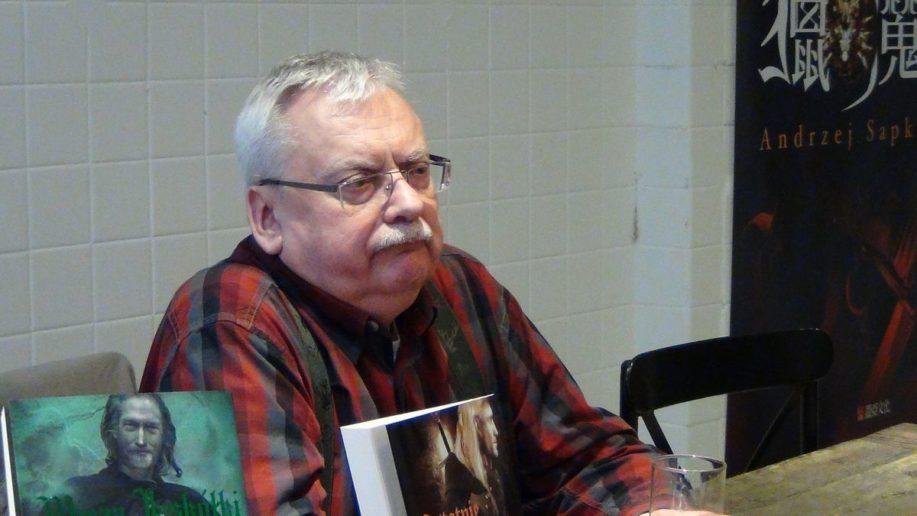 辛辣、機智,而且是個只讀電子書的重度貓奴!──專訪「獵魔士」作者安傑‧薩普科夫斯基