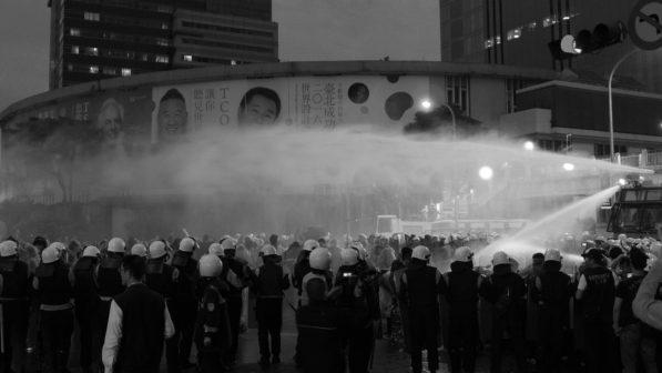反核現場的夜晚。(臺北忠孝西路,2014)