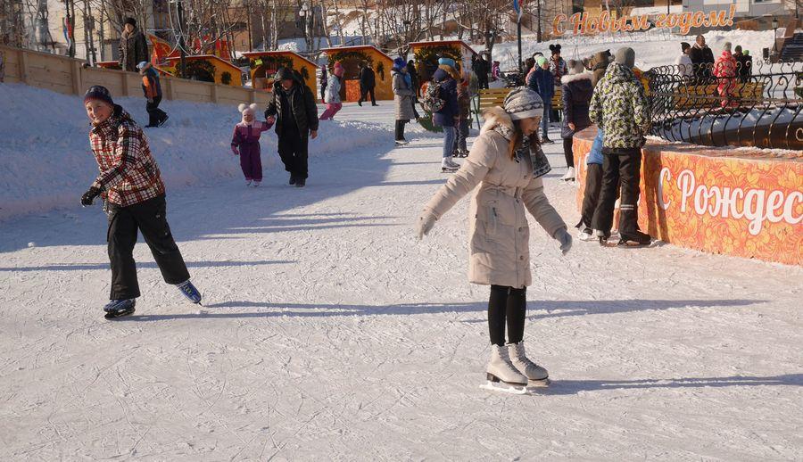 johnpei-【裴凡強的人我生活】戰鬥民族:「天氣這麼冷,當然要出去玩啊不然要幹嘛?!」160608-snow-outside