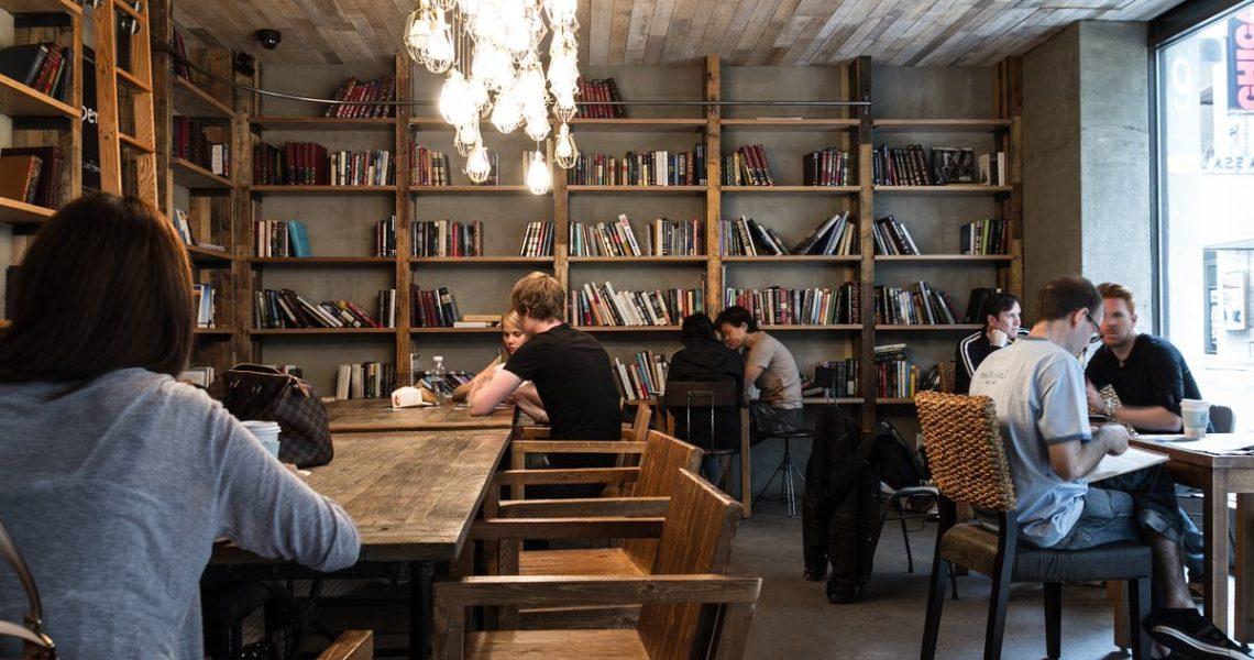 【閱樂書店書沙龍】啜飲那些美好的人情回憶:《人情咖啡店》讀後有感