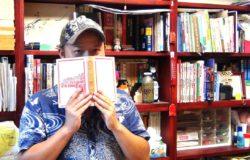 不正經也不藏私的藏書鄉民──專訪《臺灣史上最有梗的臺灣史》作者「藏書界的竹野內豐」