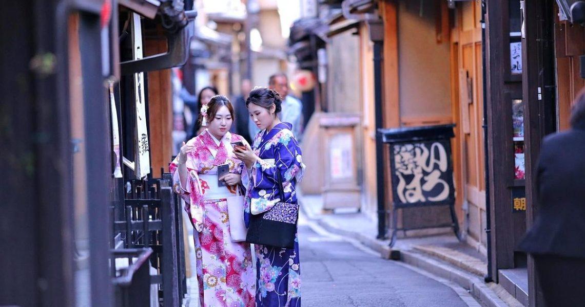 初夏時訪苔寺,豔夏時宿「星のや 京都」