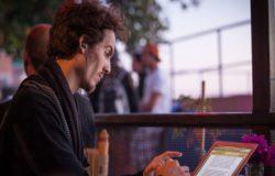 職業作家架上一本書,架下應有他的真功夫