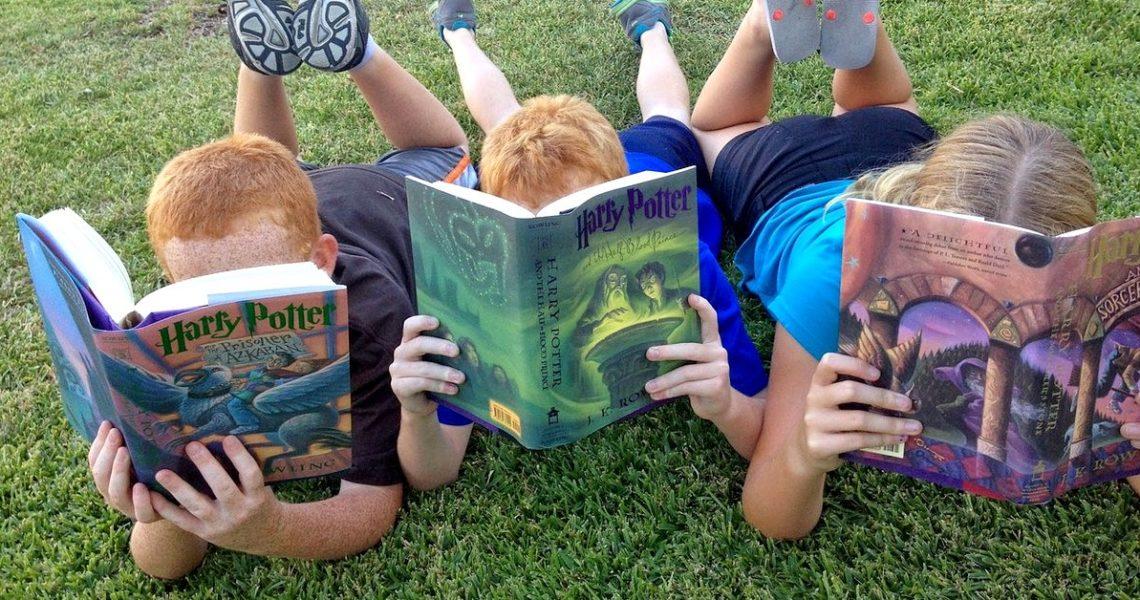 他是一個九歲的部落客,也是英國童書界最有名的書評家!