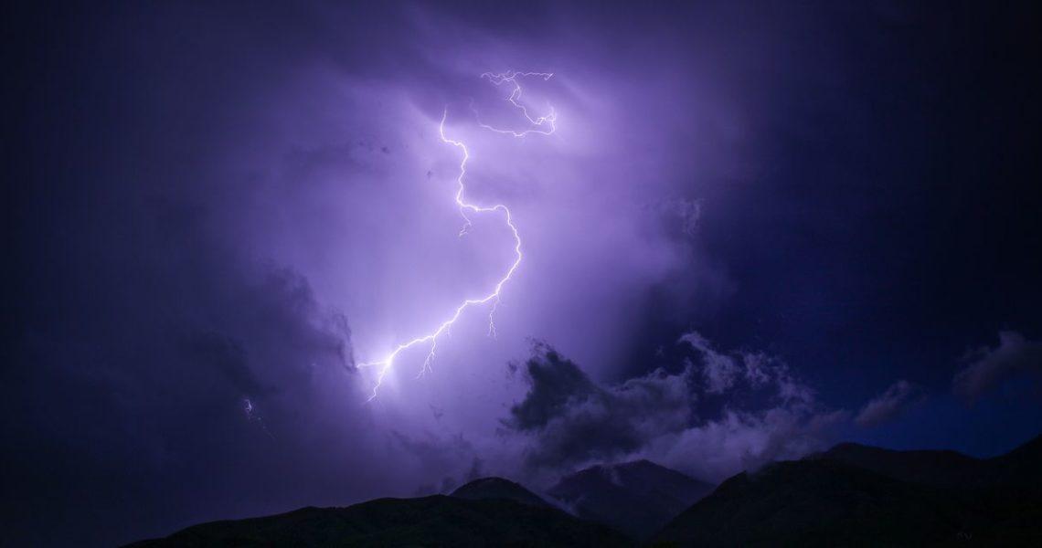 天氣變化莫測,本書也是:你永遠不知道下一頁藏著什麼──《雷與電》作者蘿倫.芮德妮斯專訪