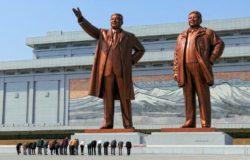 來自北韓內部的禁忌故事:螢火蟲微光映出的《指控》!