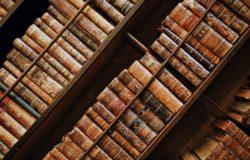 你鍾愛舊書的原因,是眼中的經典魅力、指尖的紙張觸感,還是鼻子裡的⋯⋯?