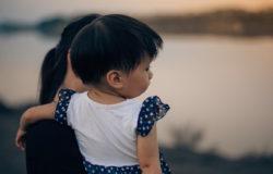 你問出一個母親措手不及的問題 「那,我是不是你親生的?」
