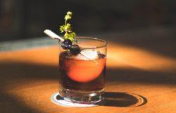 喝到最後,你會看到萬物的真相──文學家和酒吧