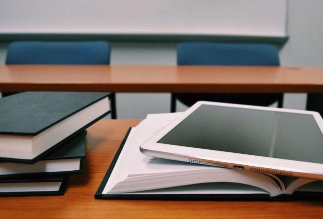 【一週E書】長輩教誨時分,讓我們發揮學生時代上課讀閒書的精神吧!