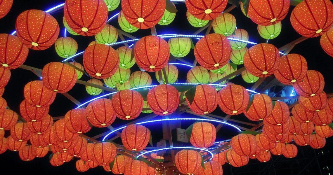 【2018,囝仔過年】初五:電動花燈的主題是「墜機現場」!?