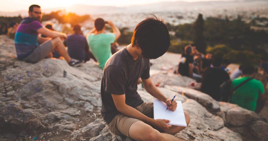 陳夏民:「寫作沒有那麼嚴重,好好活著,出去看看這一個世界,再繼續寫。」