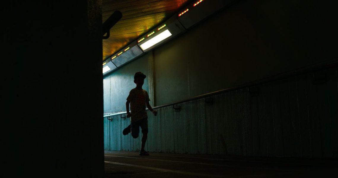 【一週E書】這是講述青少年歷險的故事,也是關於童年終結的故事。