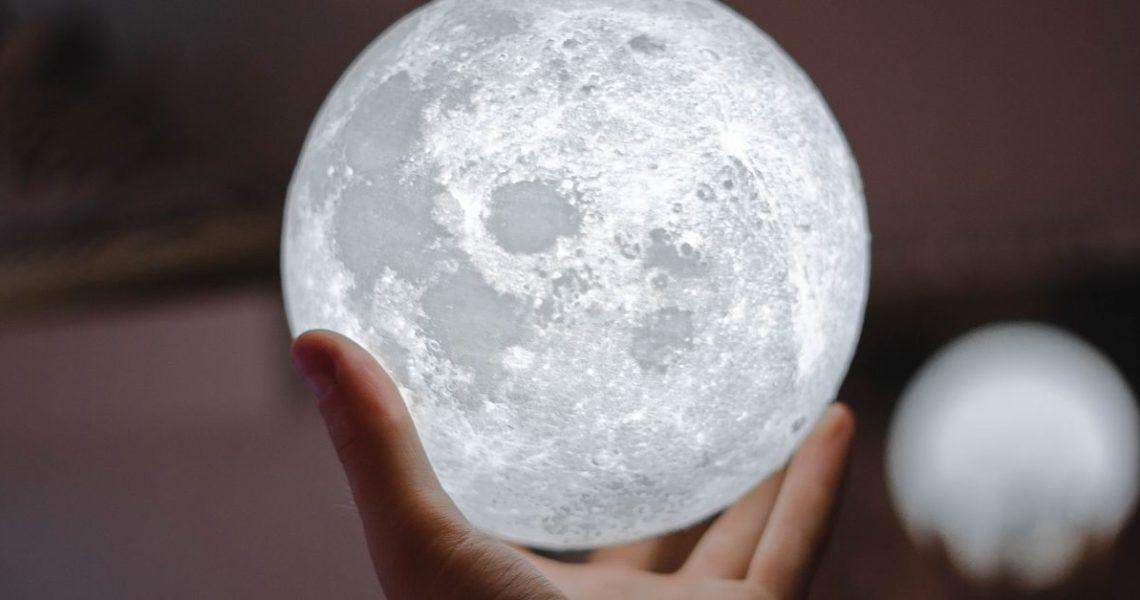 【讀者舉手】英雄也是凡人,得會先犯錯才學到教訓──《月球城市》