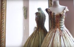 典雅、俏皮,以及精靈般的神奇──以古董書製成的晚禮服