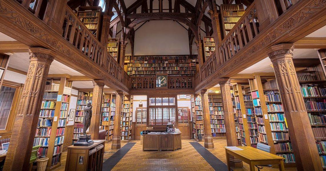 出遊時甭煩惱帶什麼書了──直接去住有圖書館的旅店吧!