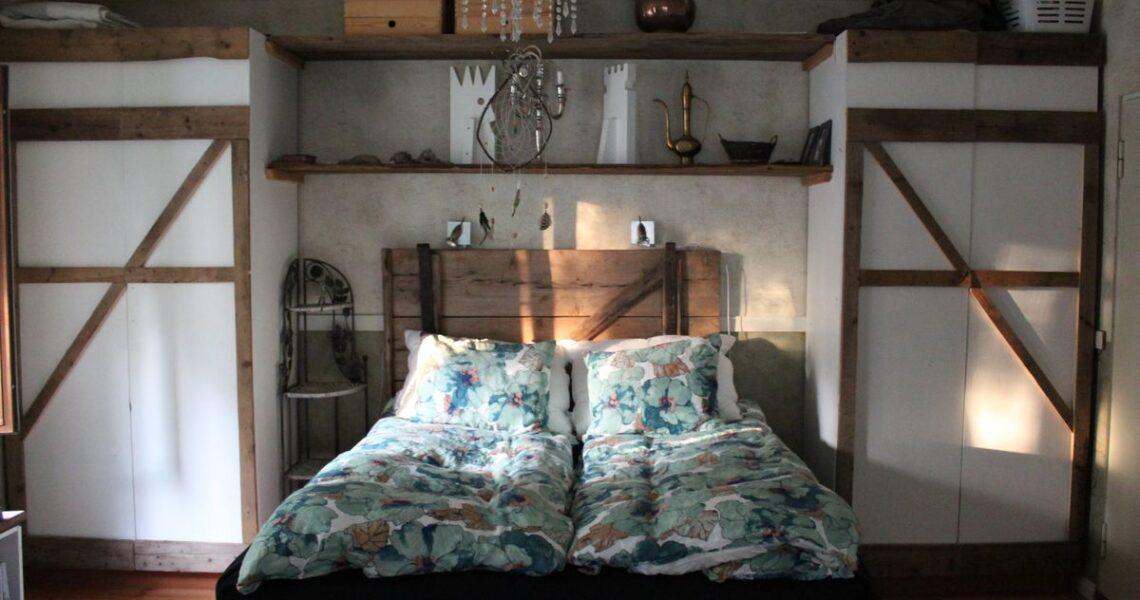 【一週E書】某家旅館裡的某個房間的某張床上,國界橫越