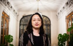 IT專家唐鳳三十五歲入閣;日本科技大臣七十八歲,堅守書面蓋章傳統