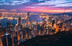 「我何嘗又唔係好撚鍾意香港(我何嘗不是他媽的愛死香港)。」