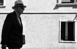 「你到底以為間諜是什麼?」英國諜報小說家勒卡雷病逝,享年八十九歲