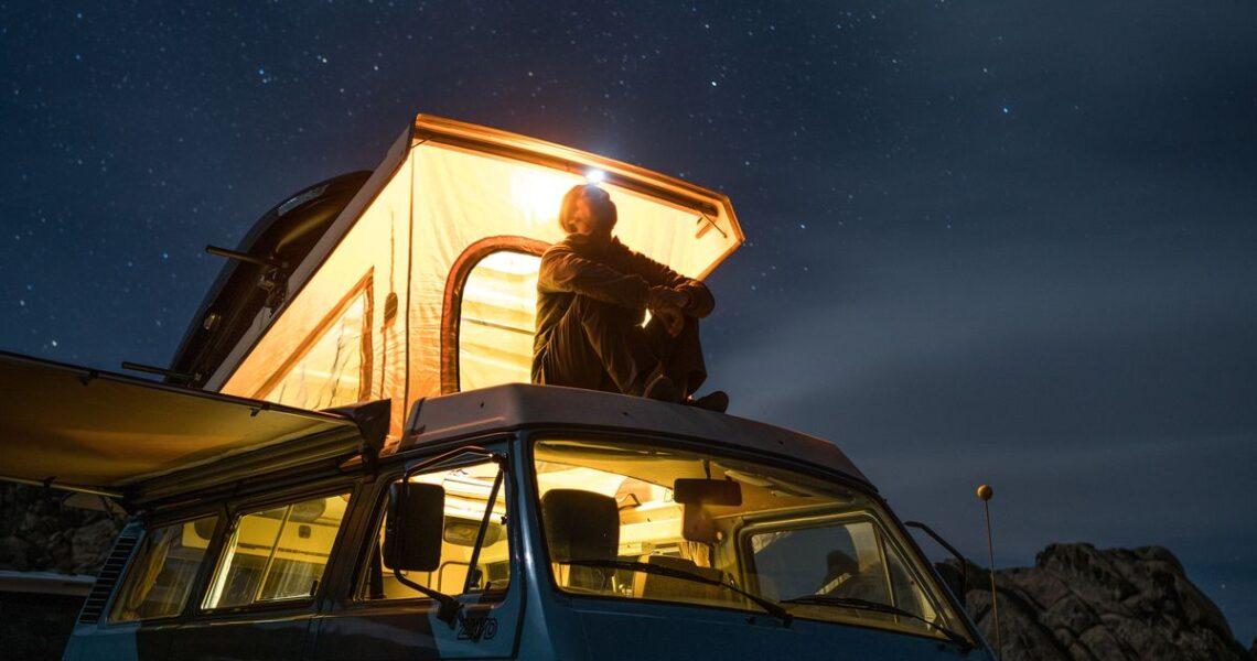 人人隻身上路,也總會路上再見──《游牧人生》原著及電影