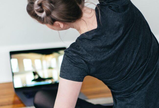 姿勢不良的副作用,除了肩頸痠痛,臉也會愈來愈圓