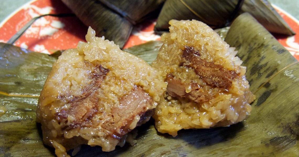 朋友北上帶來臺南吉仔肉粽,熓得透而不糜,隻隻入味