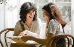 漸漸地朋友分成兩種,一種有固著的社會關係,另一種還沒定下來