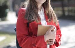 她是「下中產階級」成績頂尖的學生,但對升學資源一無所悉
