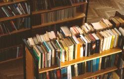 每回看到一箱又一箱的書搬進官邸,我總是心存懷疑