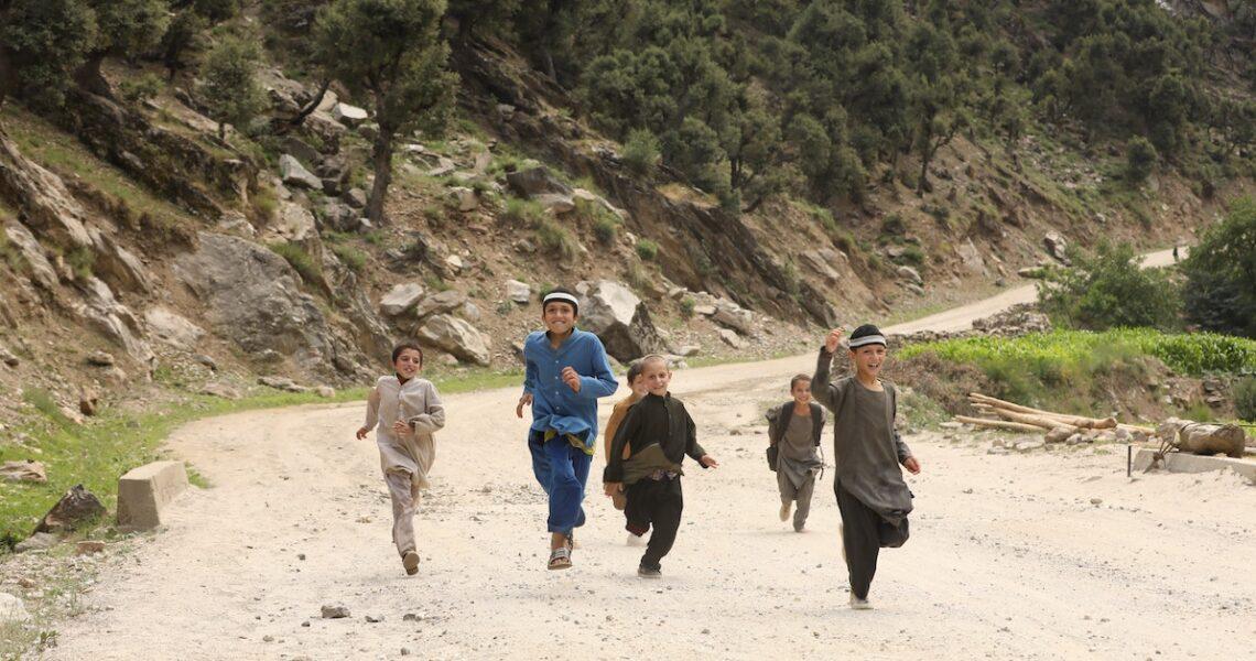 塔利班重掌阿富汗,《追風箏的孩子》作者胡賽尼籲國際勿放棄